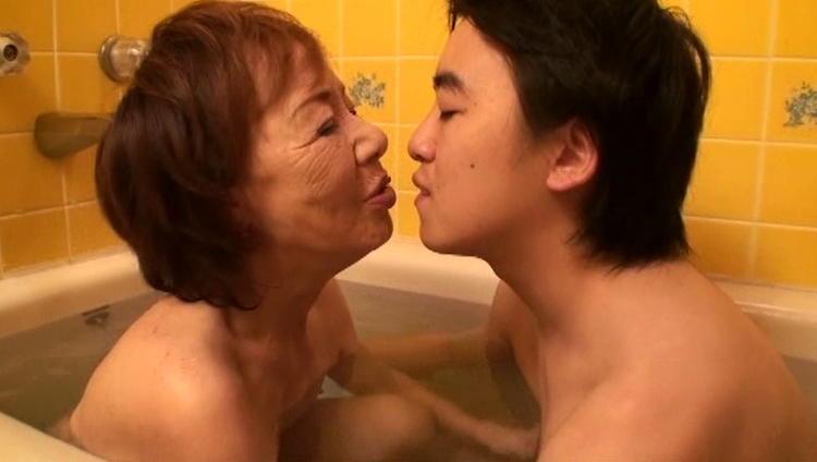 70歳のおばあさんとセックス…13