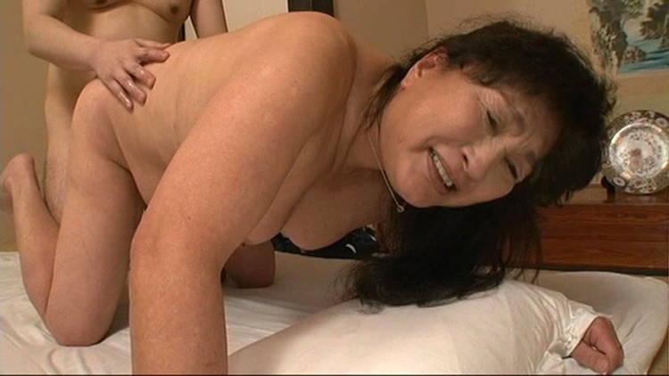 六十路の母に膣内射精…12
